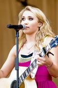 http://img154.imagevenue.com/loc205/th_89192_Emily_Osment_2010___Taste_of_Chicago_concert_260610_012_123_205lo.jpg