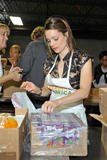 Кимберли Уильямс-Пэйсли, фото 11. Kimberly Williams-Paisley Kicks Off Feeding America's Hunger Action Month in Nashville, Tennessee - Sept 1, 2010, photo 11