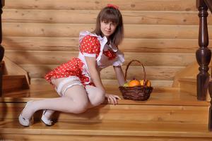 http://img154.imagevenue.com/loc50/th_105418356_tduid300163_Silver_Sandrinya_maid_1_100_122_50lo.JPG