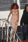 http://img154.imagevenue.com/loc537/th_107858802_RihannaW005_122_537lo.jpg